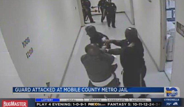 Mobile Metro Jail : Video inmate attacking guard brings