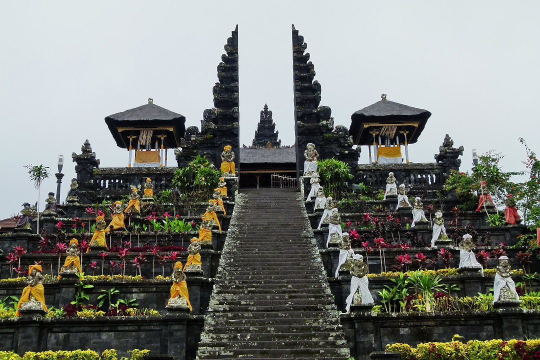 Known as the #MotherTemple, #PuraBesakih is #Bali's most important Hindu #temple, attracting pilgrims and #tourists. https://t.co/PwiCu9uj4P