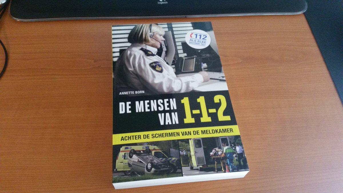 """We verloten vanavond dit boek """"de mensen van 112"""" via Twitter. Retweet en laat even weten of je hem wilt hebben. https://t.co/nk3YDPGbQC"""