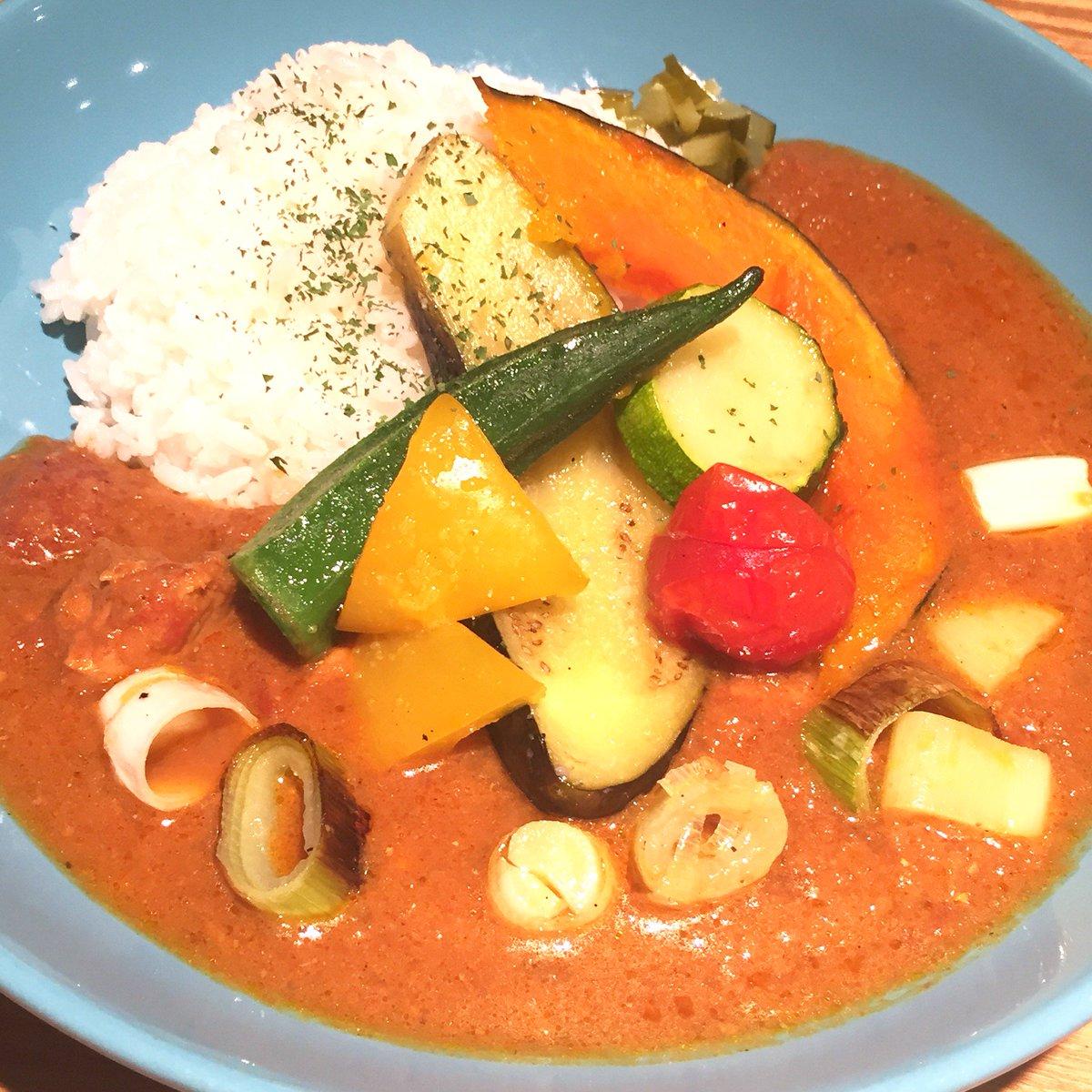 【Negiカフェコラボメニュー★2】 *夏野菜とねぎのカレー 「ぽんちゃ」ことMeguちゃんはカレーが大好き!というわけで、モナで人気のチキンカレーに夏野菜とねぎのグリルをトッピングしました♪ https://t.co/yRAVvQSeub