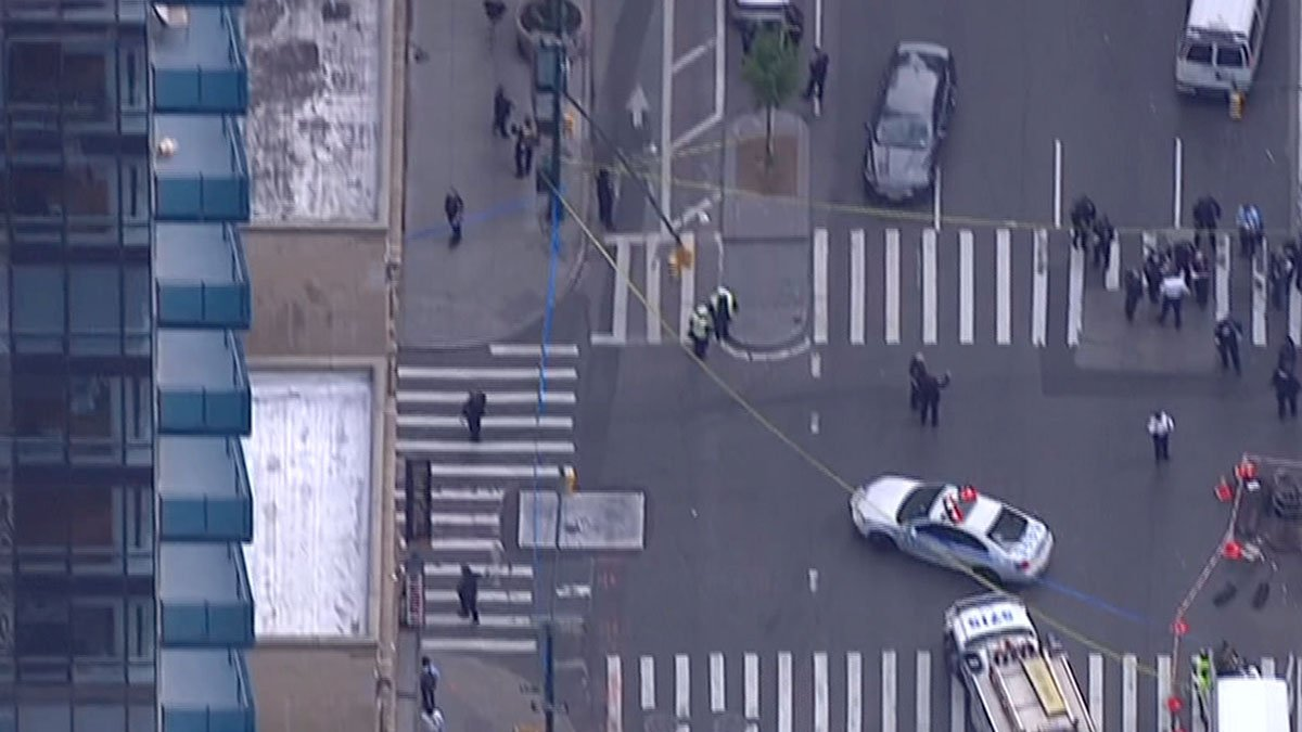 #BREAKING: Police responding to shooting in midtown, fire officials say 4.nbcny.com/xa6TUXh