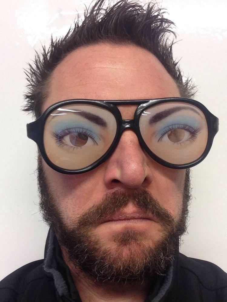 Фон, мужик в очках картинка прикольная