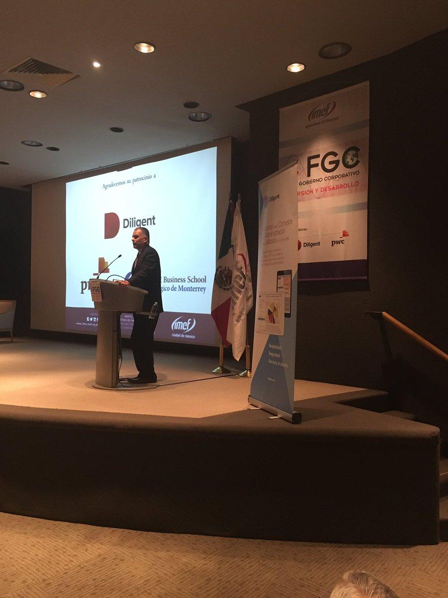 """Clausura #IMEF4FGC @hmaciasn """"No se termina este evento, todos nos llevamos la tarea de ponerlo en práctica"""" https://t.co/3VdXUGcP6u"""