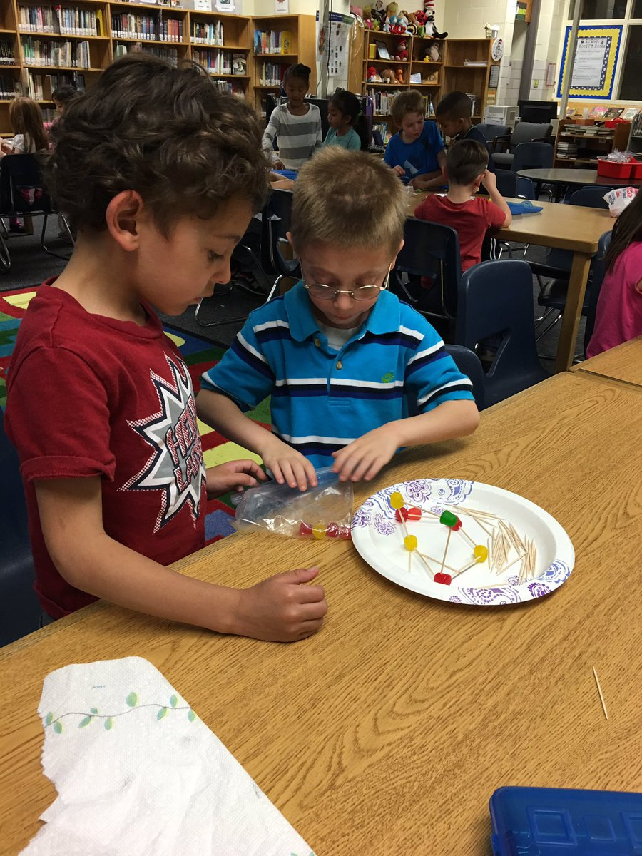 Kinder kids creating houses for the little pigs! #4Cs @WendyCunningh20 @GunpowderEl @BCPSODL https://t.co/SwGSqKGakY