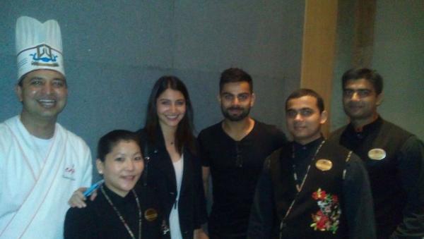 AnushkaSharma & @imVkohli posing with all the chefs at a Japanese ...