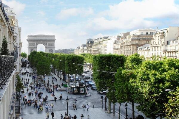 #Paris is so beautiful! #Love the Champs Elysées! #luxury https://t.co...