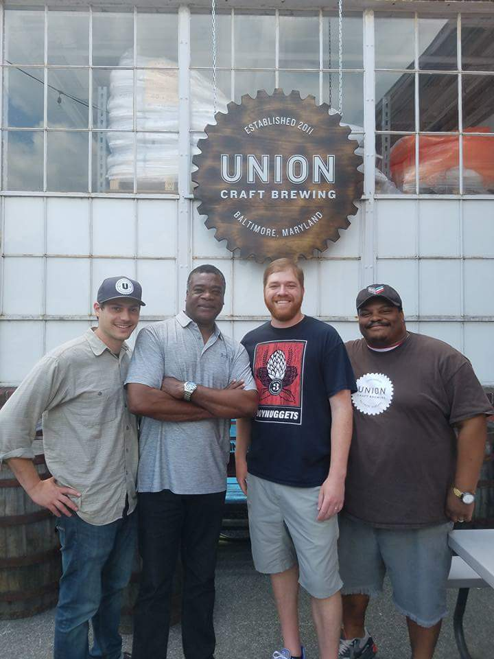 Eddie, Eddie, Eddie! THE #33 stopped by @UnionBrewing today. Great pic, boys.  #SteadyEddie #EddieMurray #MDbeer https://t.co/gAW4BRgBBX
