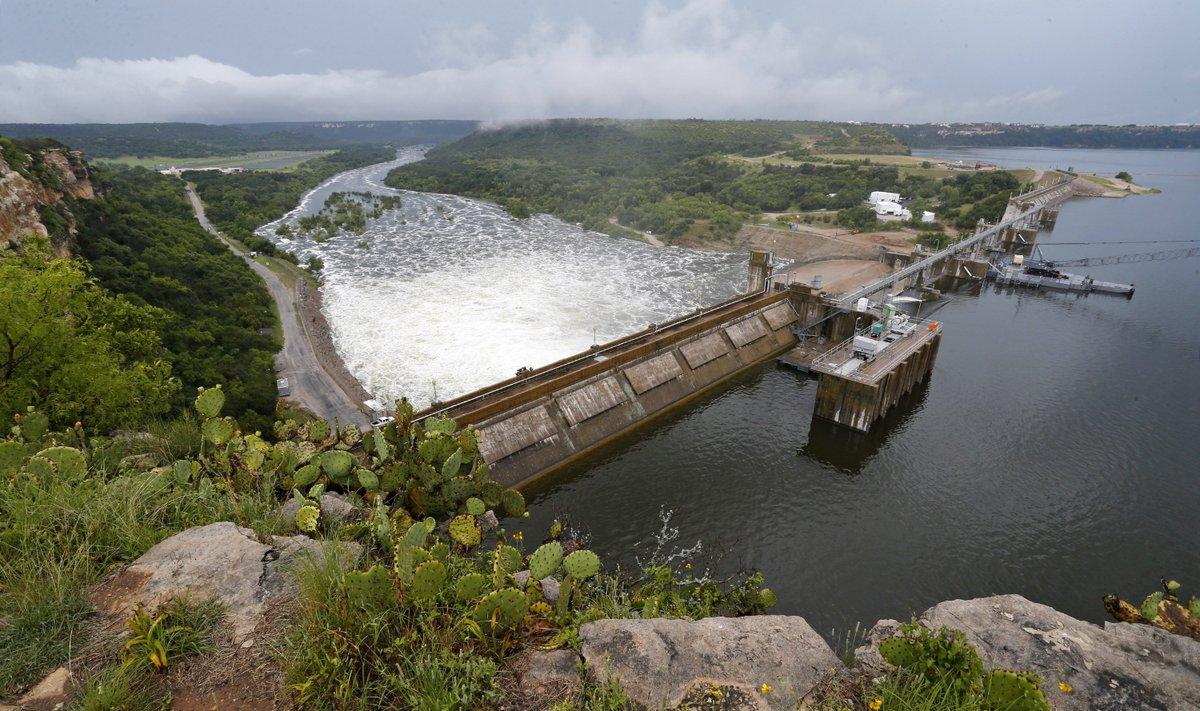 Brazos river is flooding from Possum Kingdom to Lake Whitney @startelegram @dfw_weather