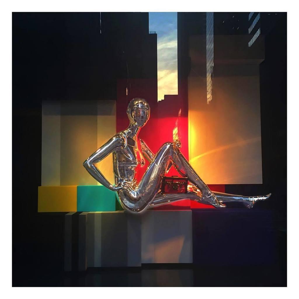 AUTOMATIC LOVE . . . #Goldenhour #robotic #chrome #sexyrobot #metallic #colorblock #windowdisplay #bloomingdales #n…