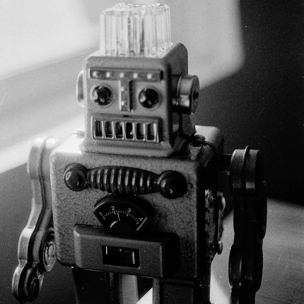 My boyfriends' aunt gave him some of her vintage robot toys. These guys are so cool! #robot #toy #vintage #film #fi…