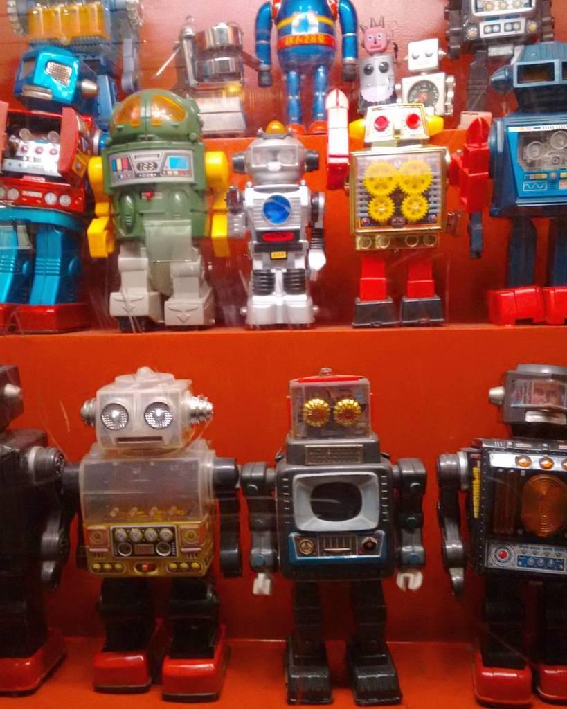Aixi em sento a vegades... #robot #robots by mome_paretas