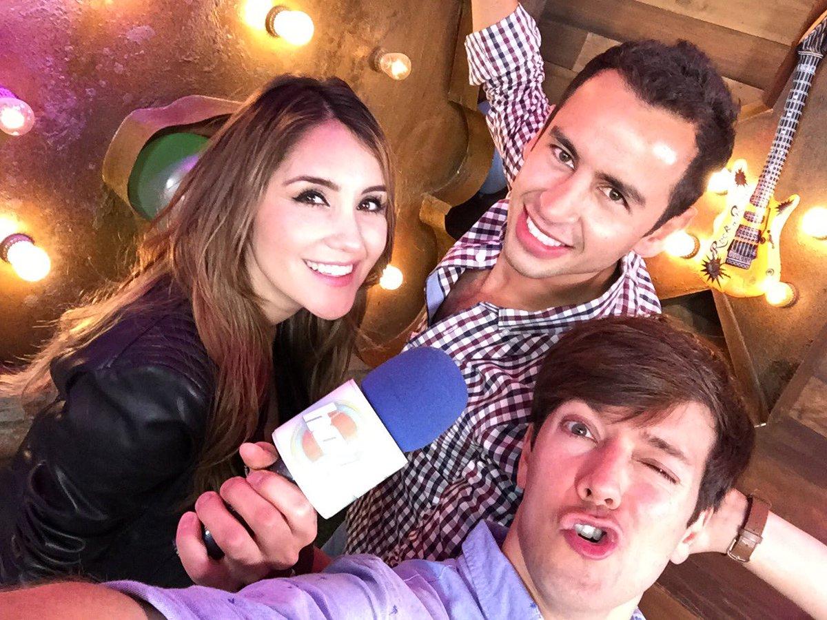 Duelo de #ReyesDeRedes para @programa_hoy | A ver quien gana: Fans de @DulceMaria RT, Fans de @rogergzz