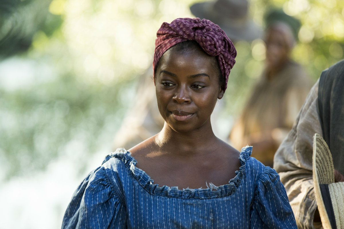 We're proud to support alumna @EricaTazel tonight, as she plays Matilda in the ground-breaking remake of #Roots. https://t.co/kOkq5kZj7g