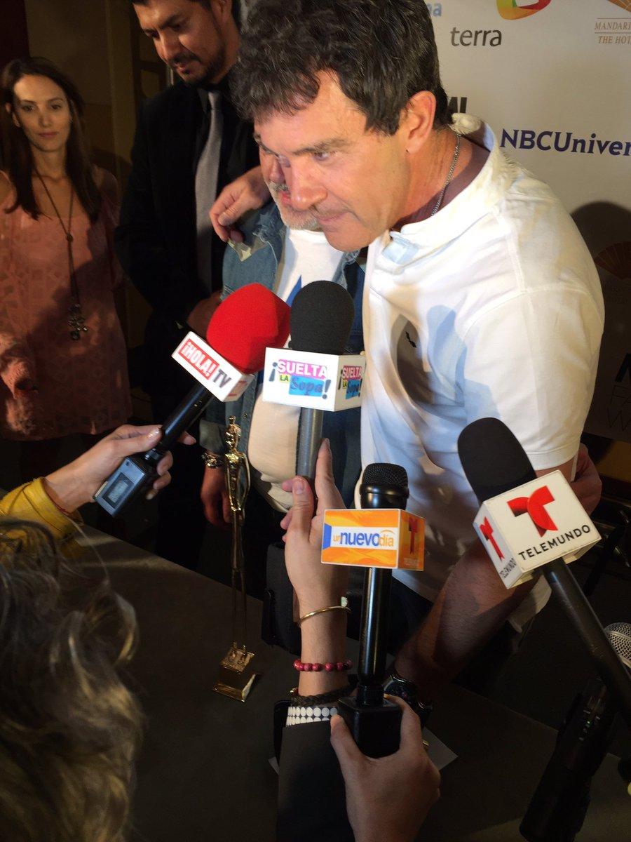 Getting up close & personal w/ @antoniobanderas at @MiamiFashionWk .. At @MO_MIAMI @wsvn @decodrive