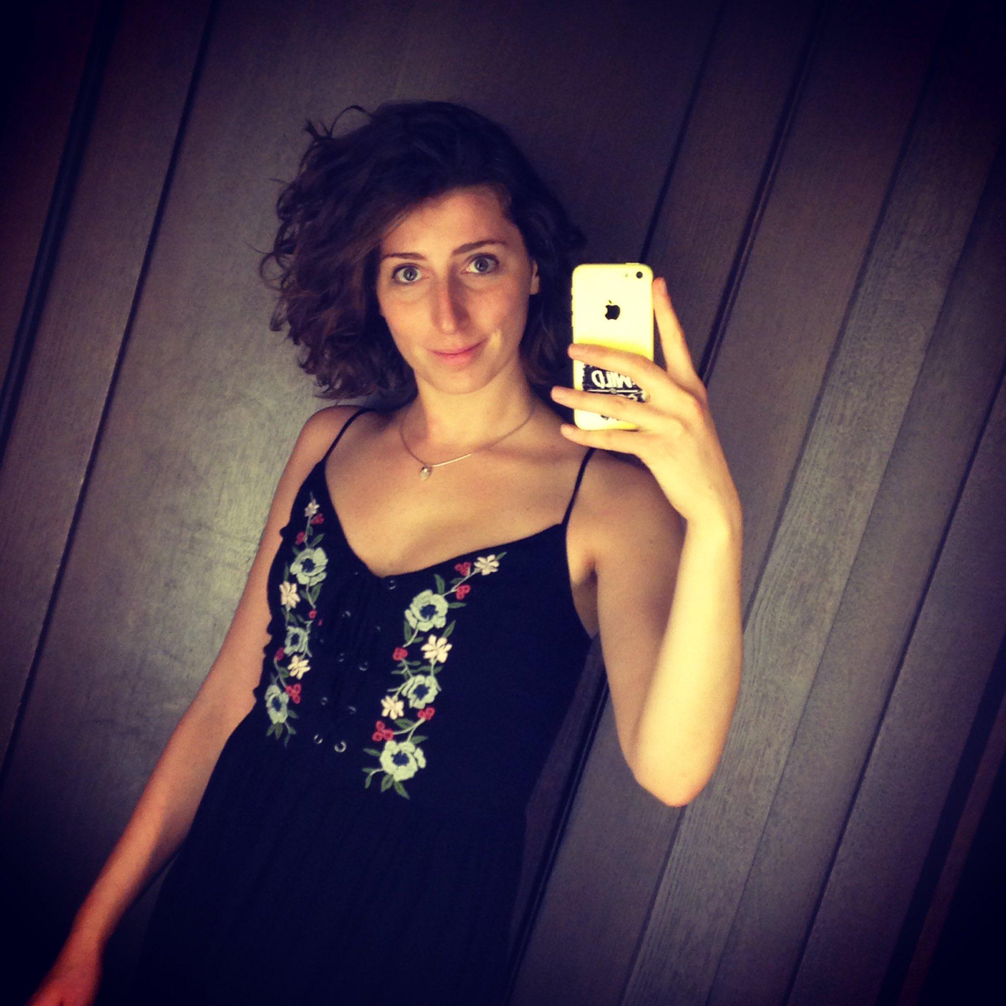 soфia on Twitter: Und so probierte ich ein Kleid an. In