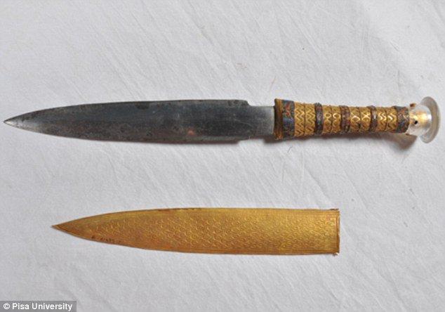イタリアのピサ大学のX線分析によって、ツタンカーメン王墓出土の鉄製の短剣が、従来考えられていた鉄の王国ヒッタイトからの貢ぎ物ではなく、隕鉄であることが明らかになりました。 https://t.co/VCfzvg8U4U https://t.co/B9QGCVE0nU