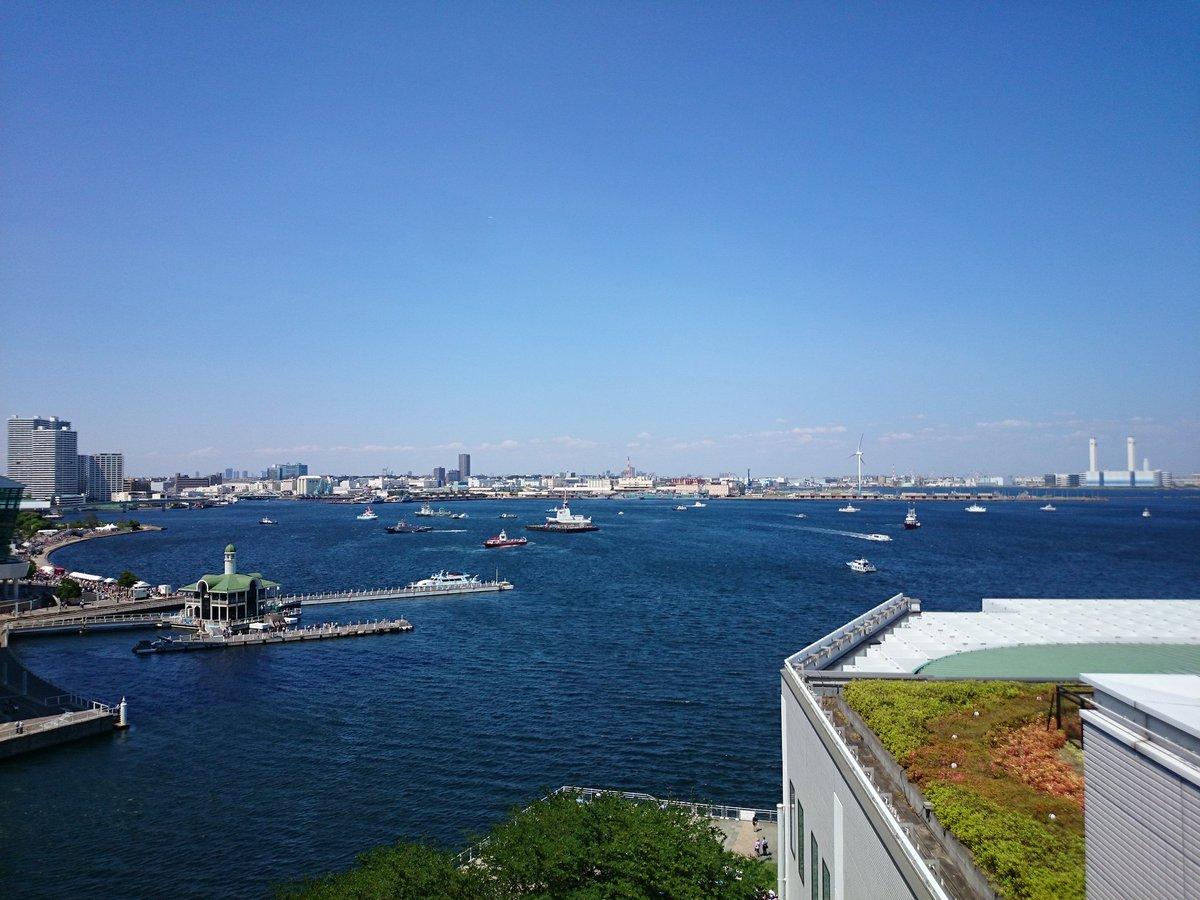 横浜は晴れ渡っています。 開港祭の花火もキレイに見えそうですね! 花火は19時20分から上がるようです! 万葉倶楽部の屋上足湯からは、真ん前に見えそうです。 ※当館では規制などは予定しておりません。  #横浜開港祭 #花火大会 https://t.co/vMJ0dc3gGZ