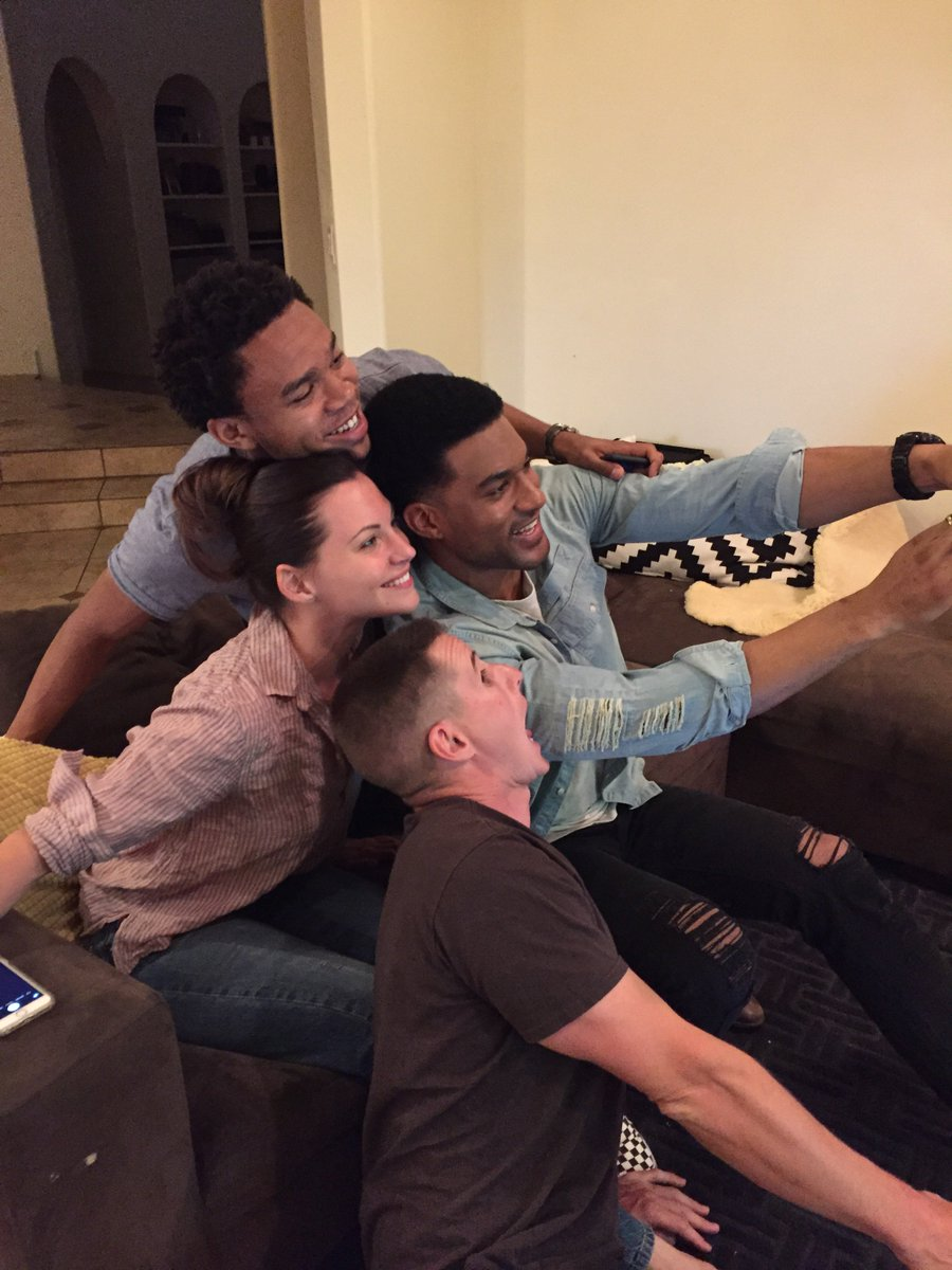 Happy to be w/ #NightShift stars showing their fans love! @JillMFlint @IamRobertBailey @jrlemon2 @unrealfehr https://t.co/dfisiobmfs