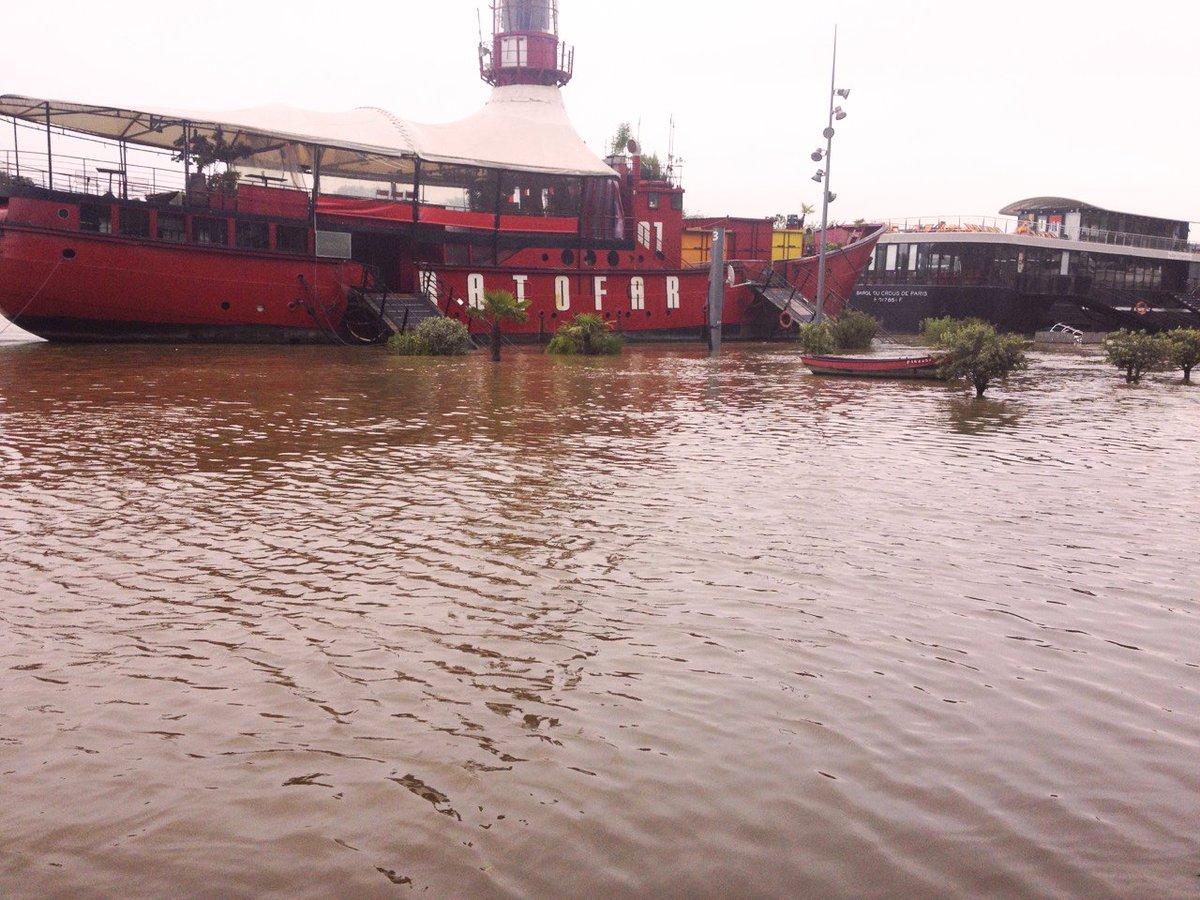 La Seine continue de monter, nous sommes fermés jusqu'à vendredi soir inclus #crue #crueseine #vsauvezlapetitebarque https://t.co/NDle0PSTCX