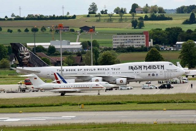 Zurich airport yesterday. The three planes of Angela Merkel, François Hollande and Iron Maiden side by side. https://t.co/2qQeG7mboK
