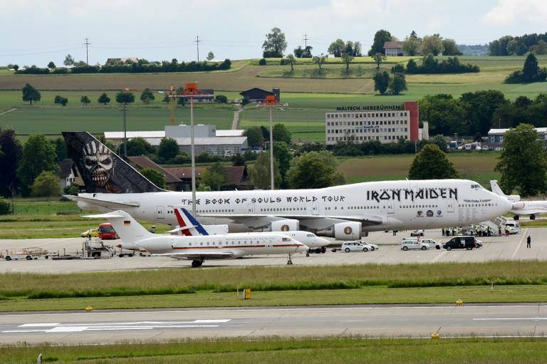 Yesterday in Zurich Airport. @IronMaiden's Jumbo Jet parked along @fhollande and Angela Merkel planes. https://t.co/dG6edYyTuM