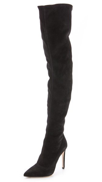 50e20c9a3f37 @DeepikaPadukone carrying Chanel Bag & Sergio Rossi Knee Boots. RT this if  you love this SuperStylish Look.pic.twitter.com/scDkoVgOvN