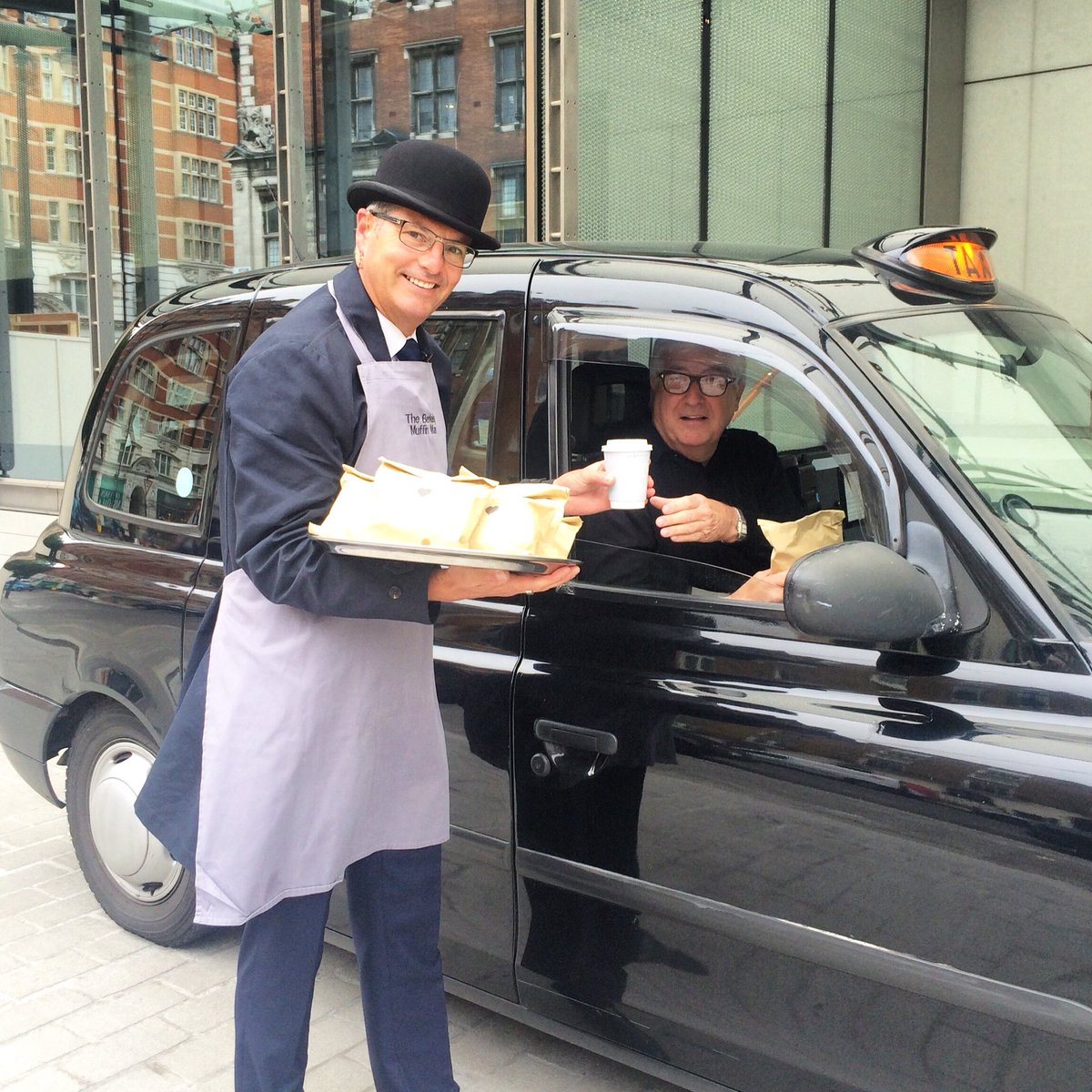 Our doorman welcoming our London Cabbies this morning, apron on & English muffins in hand! #wearelondon #blackcab https://t.co/yhzMUFKer5