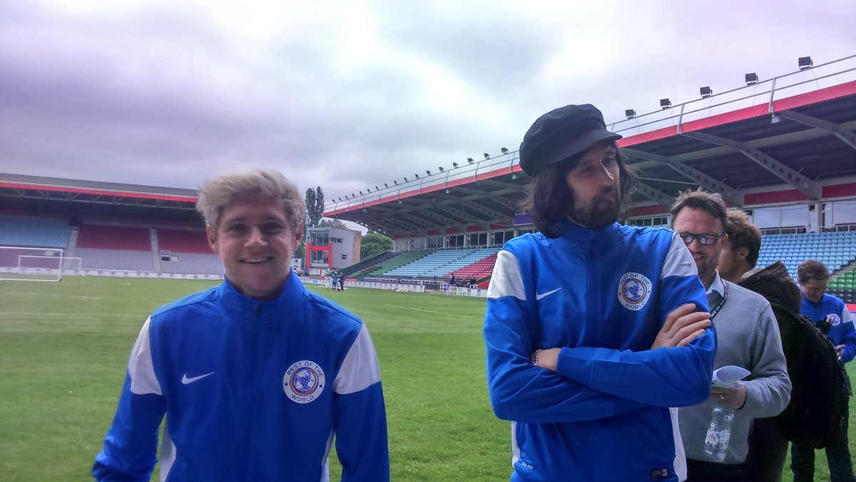 Waaah - it's @NiallOfficial!! More fun here today on the pitch at #SoccerAid. https://t.co/WjyGTBhJ6W