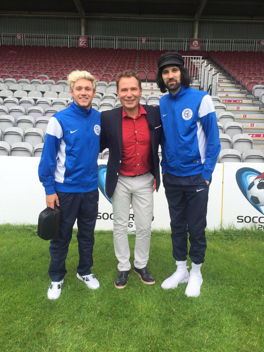 .@NiallOfficial & @KasabianHQ Sergio Pizzorno @GMB chat @socceraid #UNICEF #SoccerAid #NiallHoran #Kasabian https://t.co/Sa2SXHsyJn