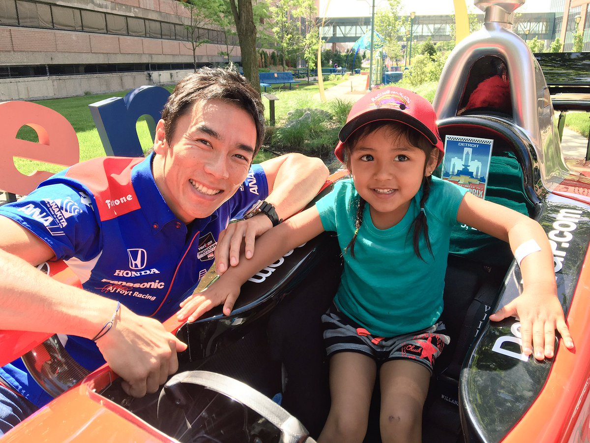 Looks like @TakumaSatoRacer is getting some advice from a young fan on driving the streets @detroitgp #IndyCar https://t.co/4YVUt3MOmg