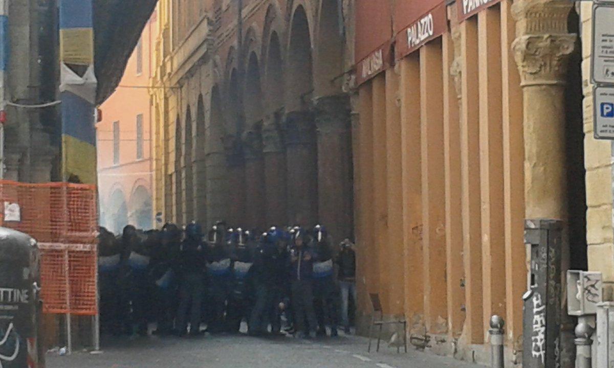 Salvini's defense lurking from the shadows #MaiConSalvini #BolognaNonSiLega #NoPasaran<br>http://pic.twitter.com/dEWReKFau3