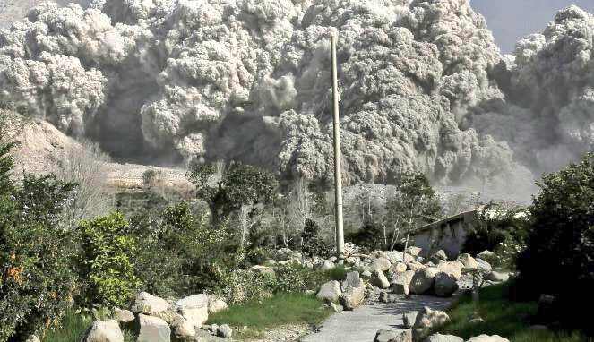 Le eruzioni del vulcano Monte Sinabung sono cominciate ieri