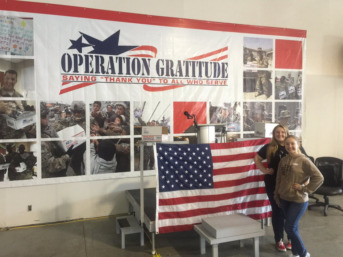 Just  passed 6500 packages! Now we're going for 10,000! @OpGratitude w/ @EmilzTheActress and @Trevdesigner https://t.co/6xWGtndwpG