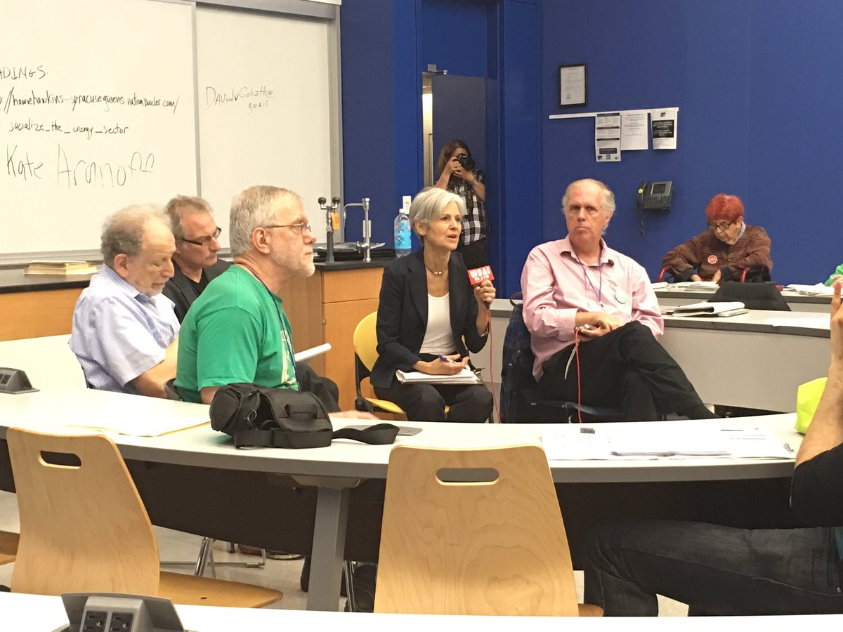 .@DrJillStein #GreenNewDeal calls for basic Economic Bill of Rights #LeftForum2016 Climate Justice panel https://t.co/KkHiZ6j7Dt