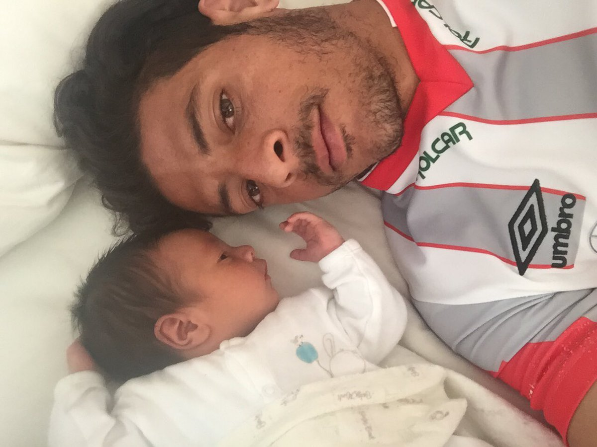 #dia1 #campeones #yavolvio #FuerzaRayos despertando aún con mi jersey de @ClubNecaxa y mi campeón a un lado