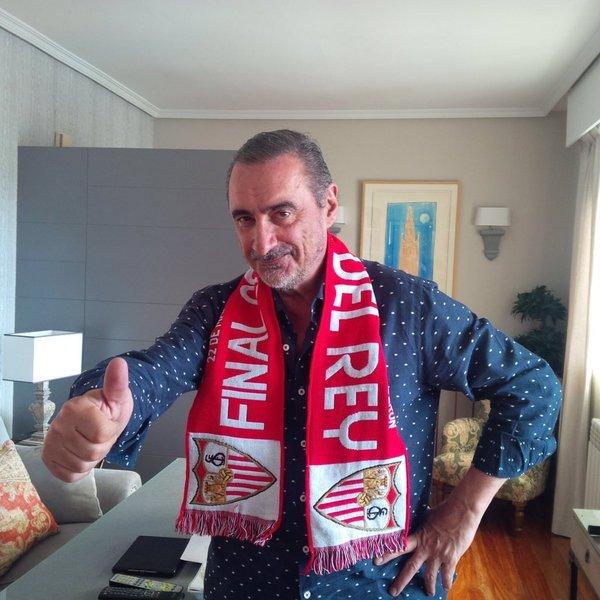 Una idea @RealBetis, para el año que viene volvéis a elegir a Herrera para la campaña de abonos https://t.co/ngNf5ntcIX