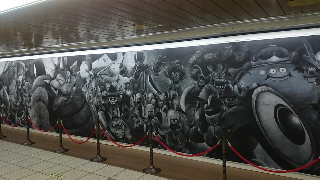 新宿に巨大なドラクエの壁画!!黒板にチョークで手書きという時代に刃向かうアナログ魂! https://t.co/96FwwcIbK4
