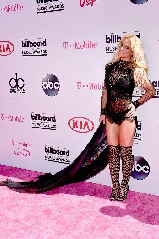 Britney Spears - Página 4 CjGCCU4UkAA5LTL