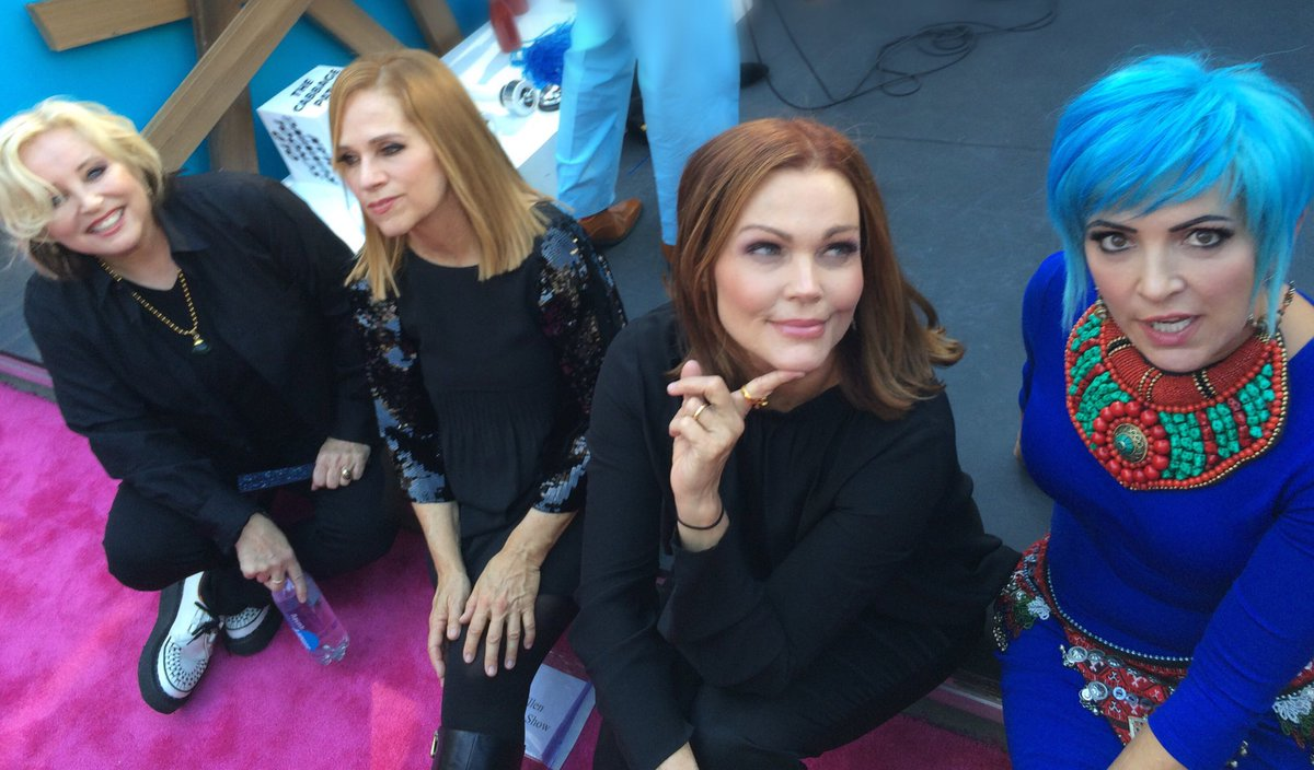 Gorgeous @officialgogos taking a breather on the pink carpet https://t.co/xcxQ94mG4C