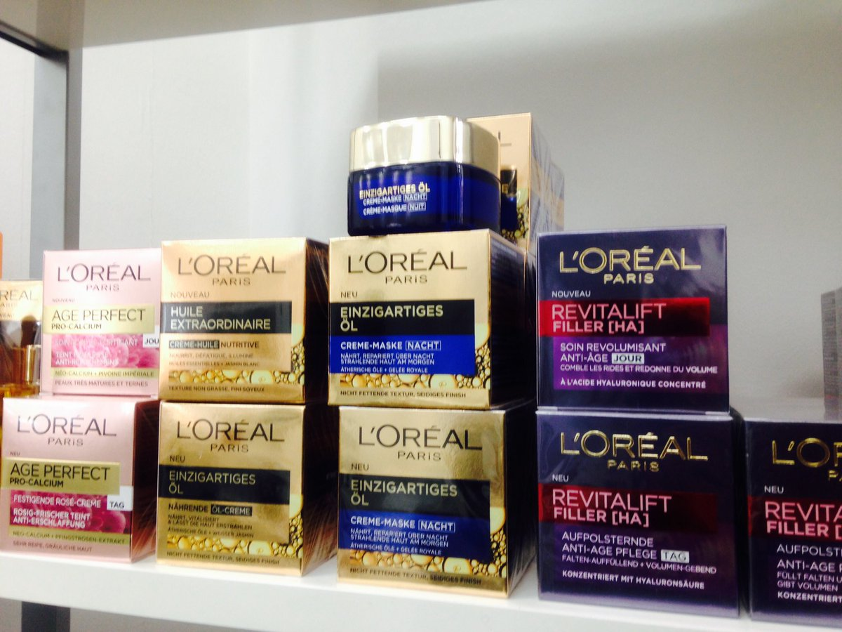 Having @lorealparis army at the showroom @SparklePRevents #creamsForever #beauty #beautyRealness #loreal #creams https://t.co/cERKMaqxtm
