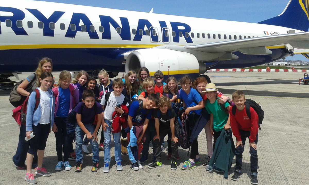 All arrived safely at Seve Ballesteros Airport, Santander. All sunshine and smiles! https://t.co/bojltYXC4d