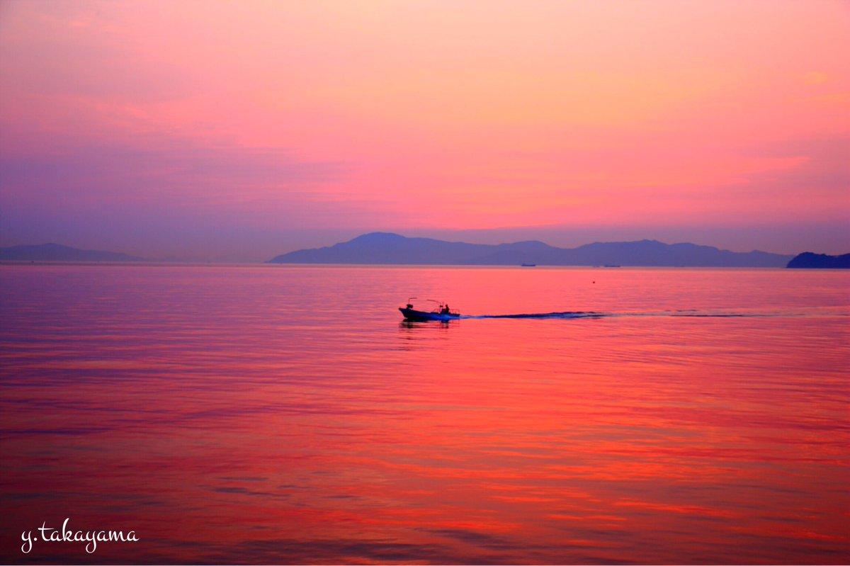 今日もお疲れ様でした。 なかなか優しく染まってくれました。 #mysky #takaphoto #sunset #mysunset #瀬戸内 https://t.co/ooVes1tYSN