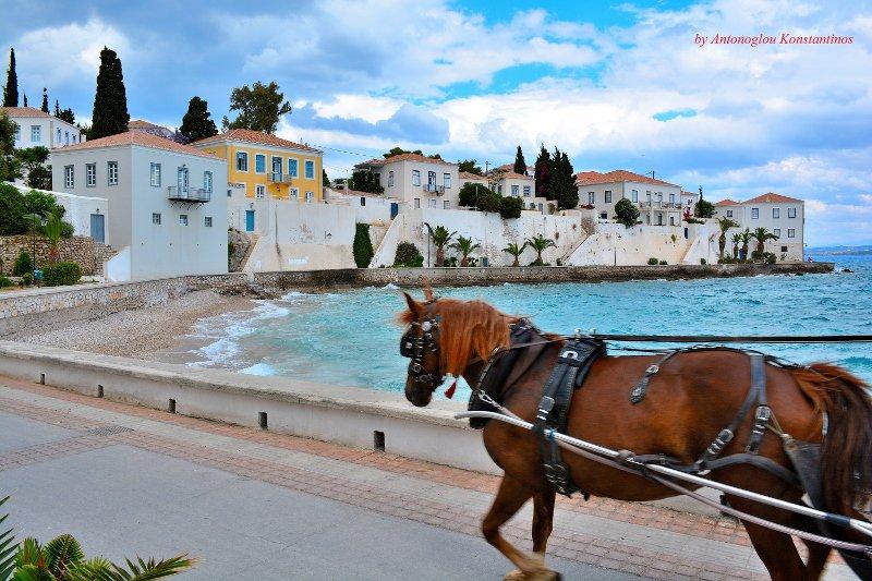 Καλημέρα σας ,Σπέτσες  με το αμαξάκι από το Παλιό λιμάνι , στη Ντάπια ... Κωνσταντίνος Αντώνογλου skaikairos.gr !! https://t.co/V1kKFSMTGQ