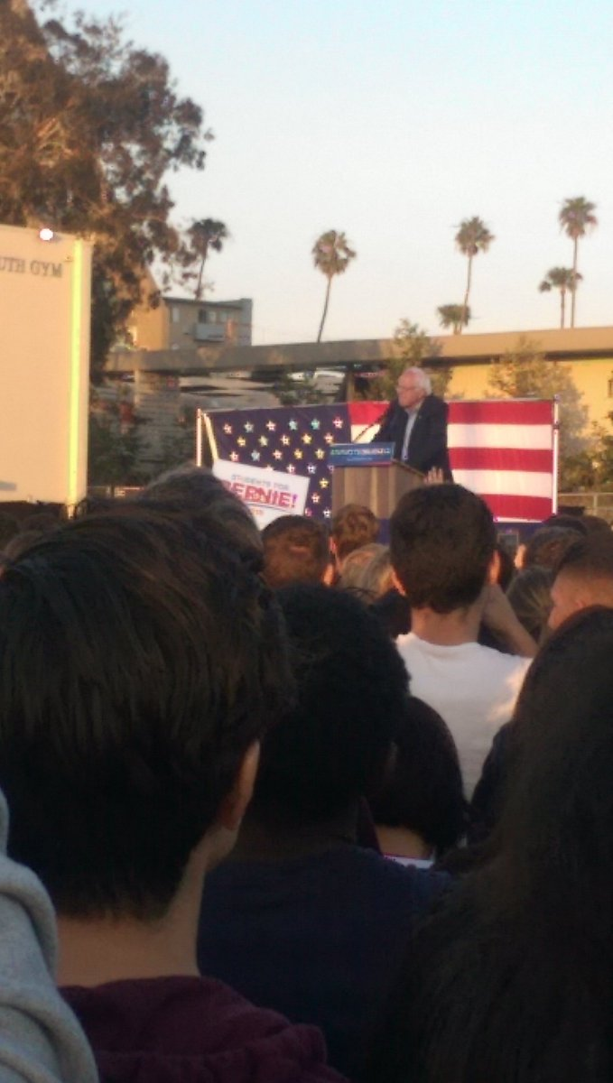 Bernie Sanders rally in Santa Monica was great! No way are the Ppl I saw there going to turn out for Hillary Clinton https://t.co/WnL8b1a3xi