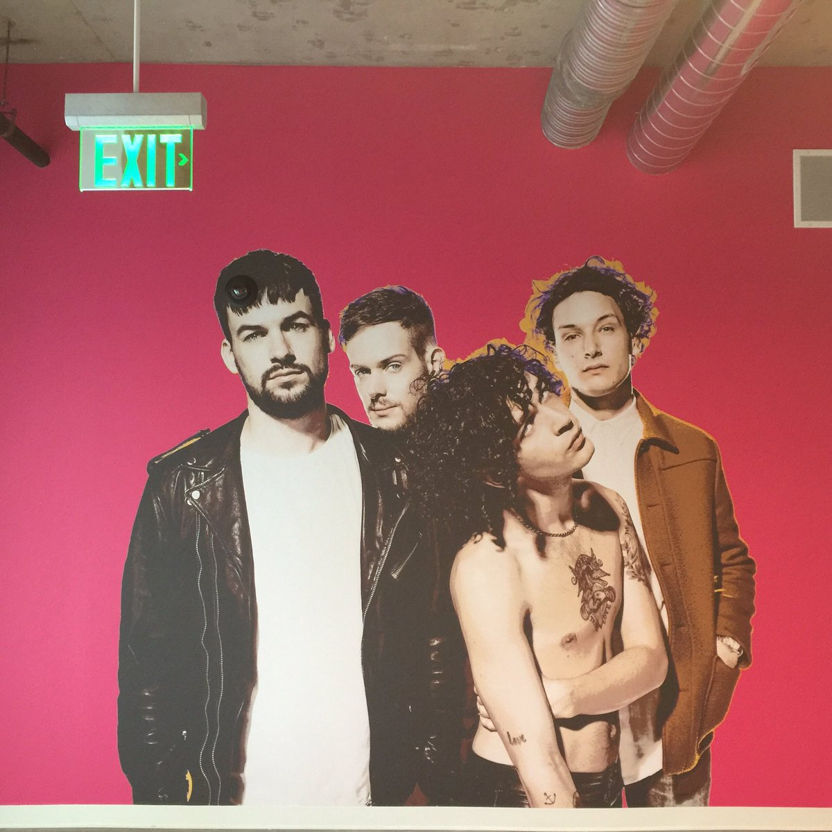 .@the1975 vibes for the new @Interscope  offices