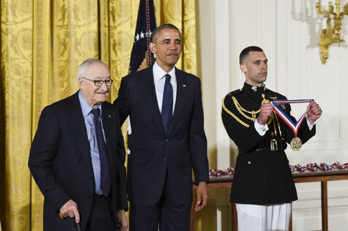 Albert Bandura Receives National Medal of Science @WhiteHouse https://t.co/zxHAyoUgHw [Photo credit: Ryan K. Morris] https://t.co/GazUSQkHPA