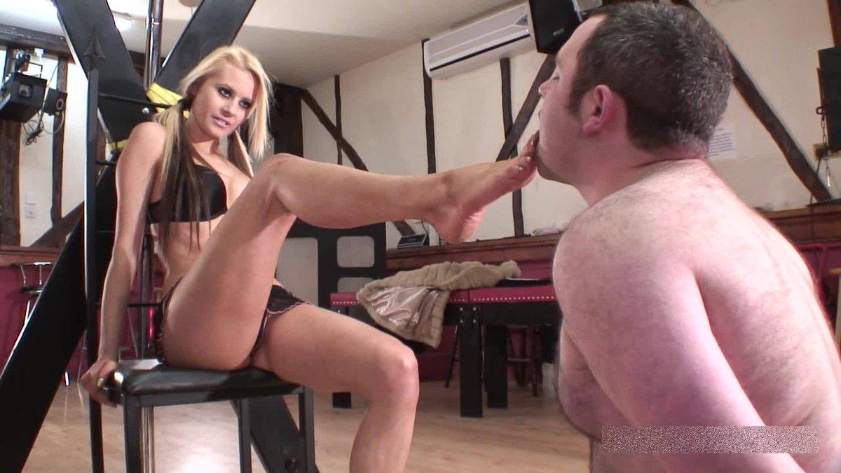 Beautiful Scat Femdom Princess Nikki Shitting Enema On A Guy Xxx Porn Photo
