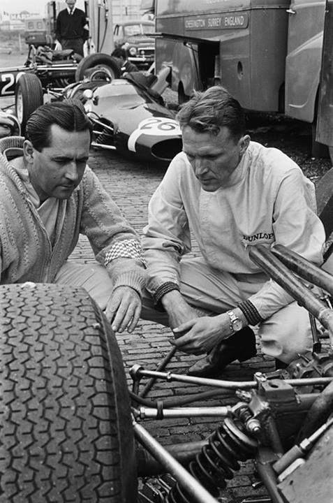 1964 #DutchGP. Dan Gurney in Brabham BT7 gives @BrabhamOfficial its 1st pole position in #F1 (Photo: Harry Pot) https://t.co/Y5osAwtCDq