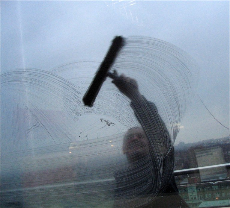 #NP The Window Cleaner, which is new by @_Purson on @BBCRadMac #GeorgeFormby <br>http://pic.twitter.com/XJFf1QTSF2
