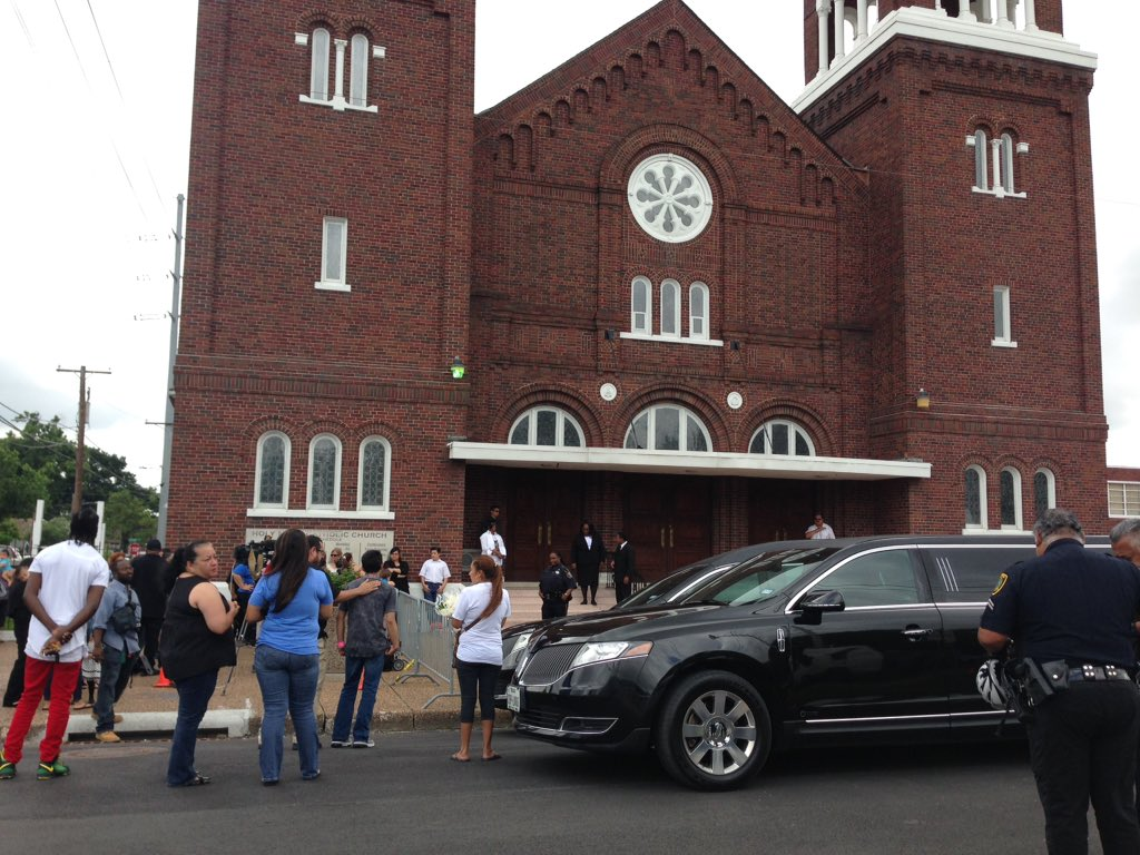 Holy Name Catholic Church now at capacity of 500 as Josue Flores funeral gets underway. Mass to last 1 hour khou11